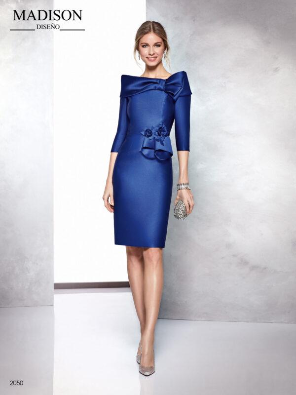 Vestido azul en piqué con escote cerrado a modo de lazo y original faldón en cintura
