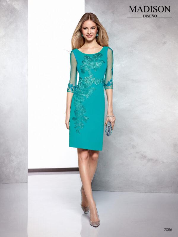 Vestido en crepe verde agua con mangas de tul, encaje en el cuerpo y corte recto