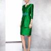 Vestido corto con abrigo en pique color verde Andalucía y aplicación de piedra en cintura
