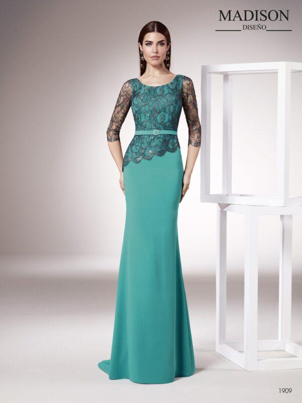 Vestido de fiesta realizado con crepe y chantilly francés con hilo de lurex