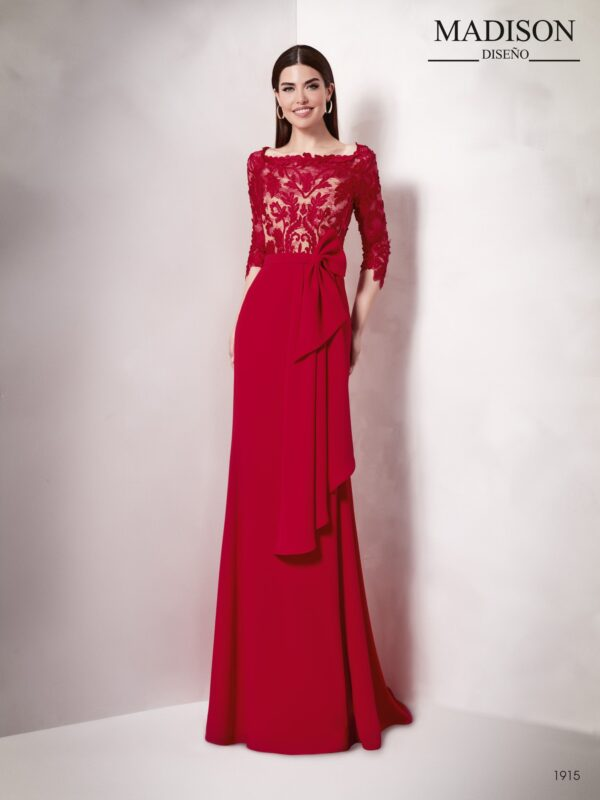Vestido de fiesta largo rojo y beige ideal para madrinas de boda