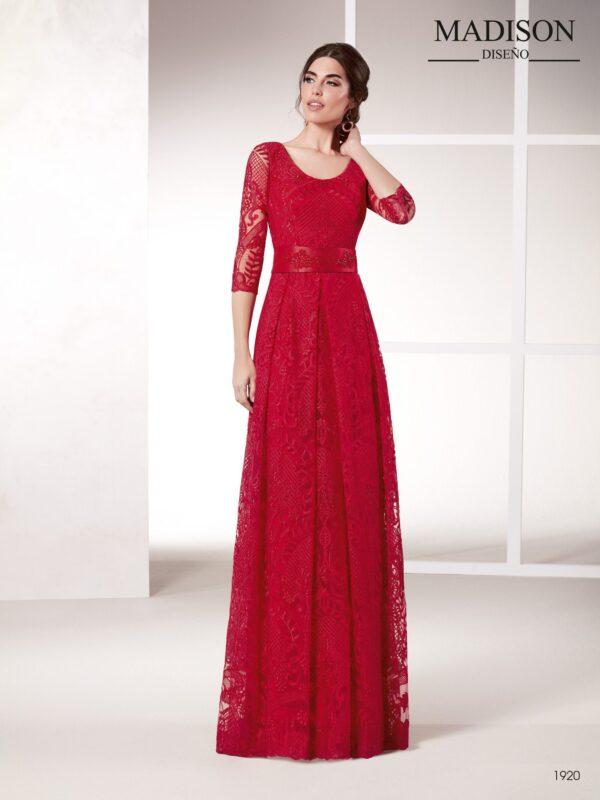 Vestido de fiesta rojo largo realizado con un elegante guipur con motivos florales