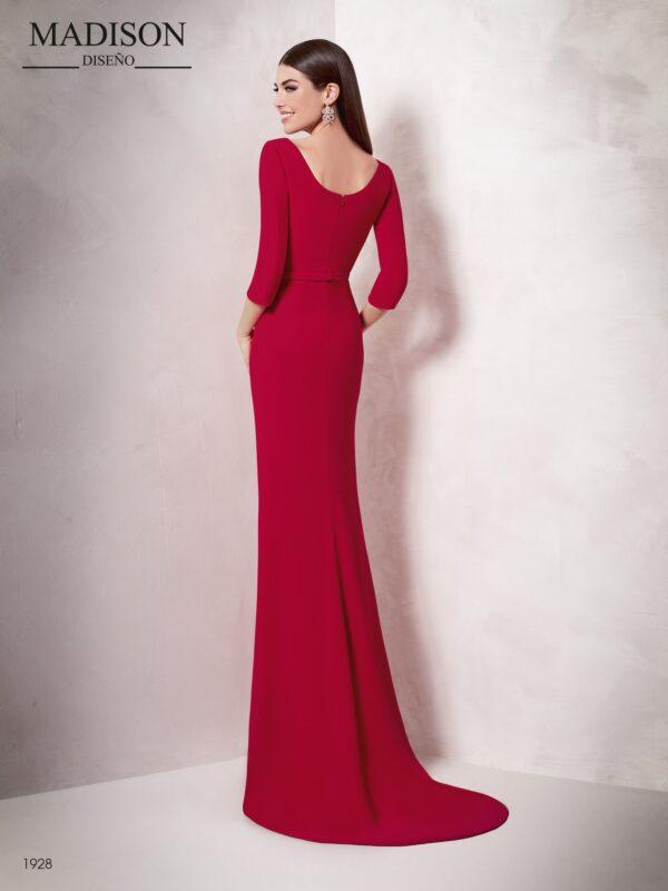 Vestido de fiesta rojo largo con manga tres cuartos y escote barco
