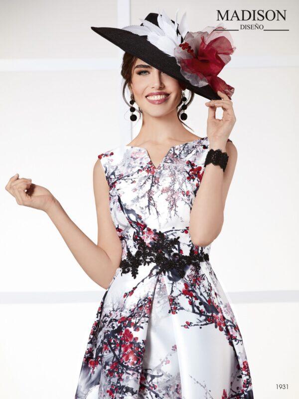 Vestido de cocktail realizado en estampado con flores de almendro