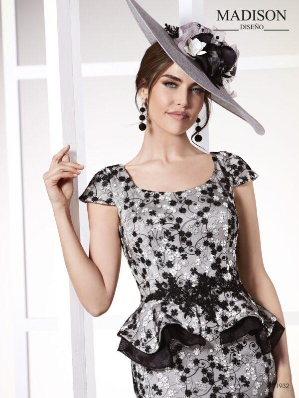Vestido de fiesta corto realizado en tul bordado con organza
