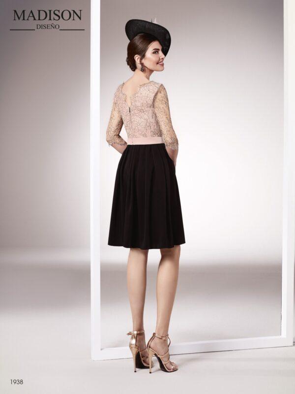 Vestido de fiesta corto realizado en chantilly francés y un fino crepe negro