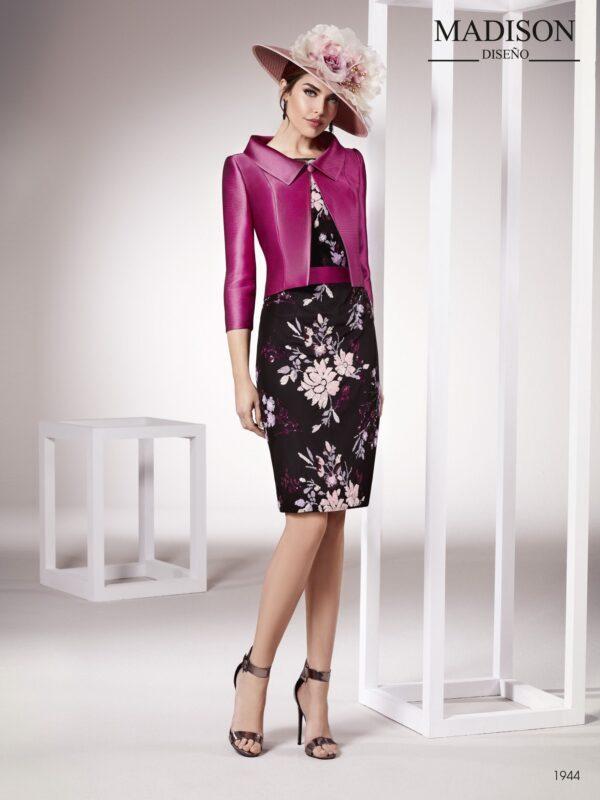 Vestido de fiesta corto con chaqueta realizado en un exclusivo tul bordado con lentejuelas