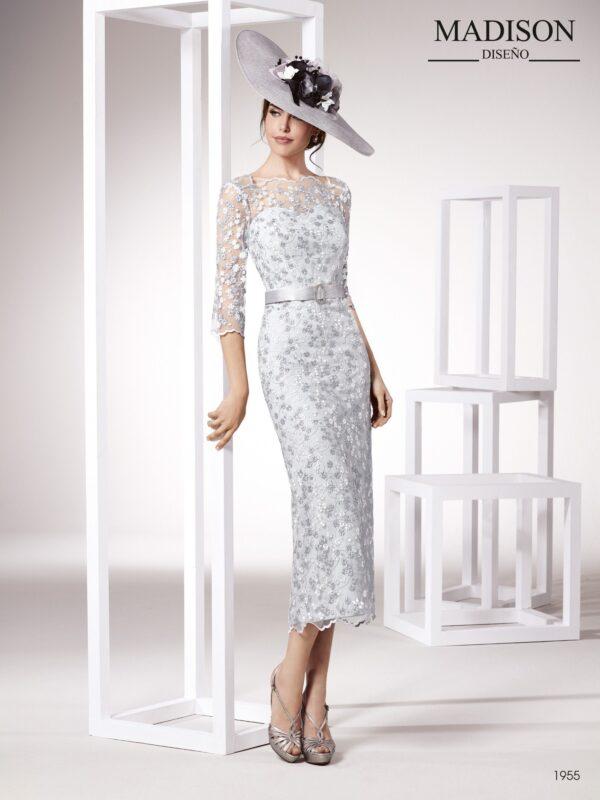 Vestido de fiesta largo midi, con manga francesa, tul bordado de flores y el escote ilusión