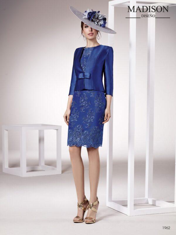 Vestido de fiesta corto con chaqueta realizado en piqué y tul bordado