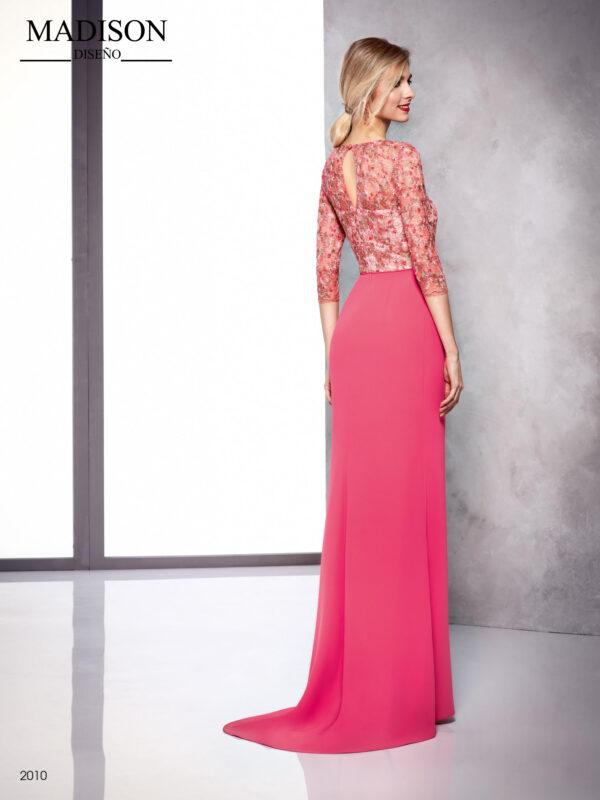 Vestido en rosa con encaje de pedrería y lentejuelas con lazada en cintura