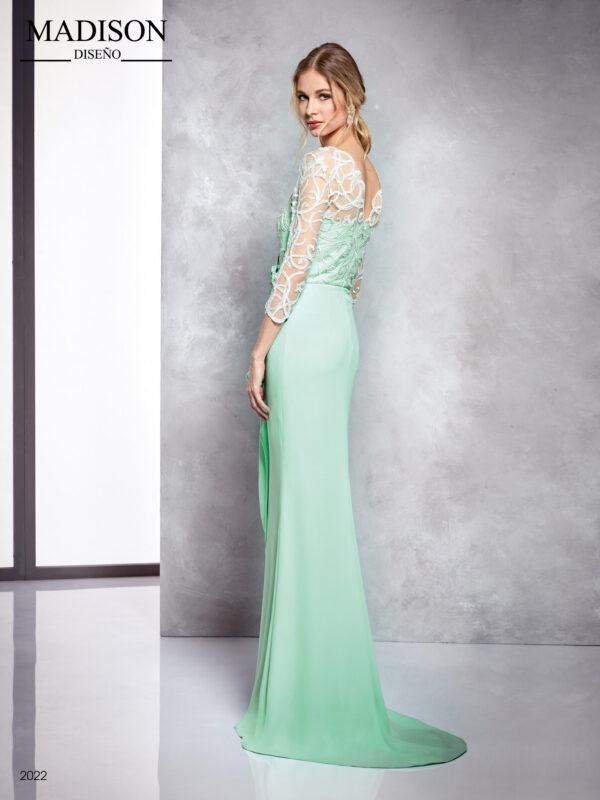 Vestido verde agua en crepe con cuerpo de encaje, escote corazón y falda con drapeado