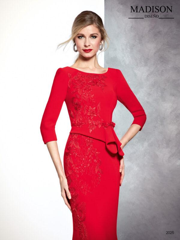 Vestido de fiesta largo rojo con cinturón y apliques de encaje de tul bordado