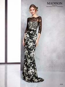 Vestido de gala negro con escote ilusión en encaje chantilly y falda con brocado