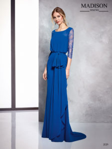 Vestido de fiesta largo azul ablusonado con mangas de encaje chantilly