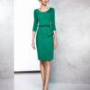 Vestido corto de fiesta verde con corte asimétrico y apliques de piedra en cintura y hombro