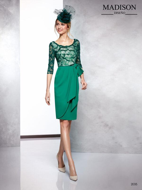 Vestido de fiesta verde con cuerpo de encaje y falda con faldón rematado con lazada en cintura