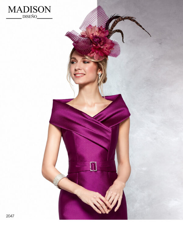 Vestido corto en pique buganvilla con escote drapeado cruzado y efecto hombros caídos