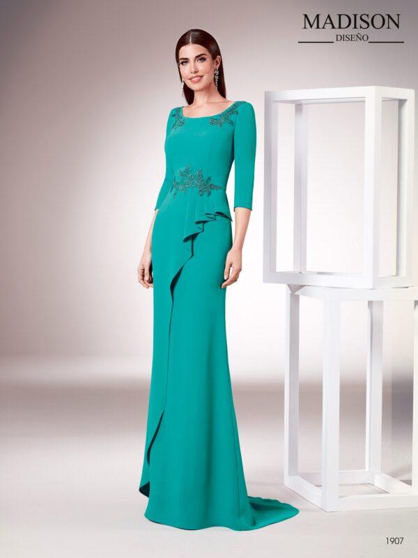 Vestido largo realizado en un elegante crepe